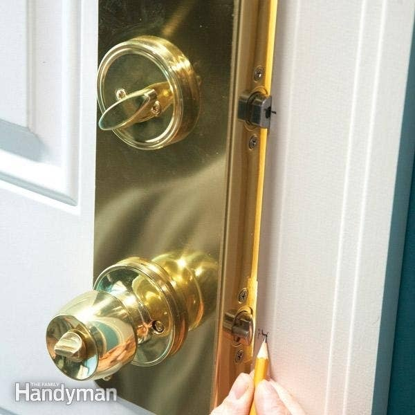Cheap And Effective Tricks To Keep Your Home Safe - Creative door chain that is really safe