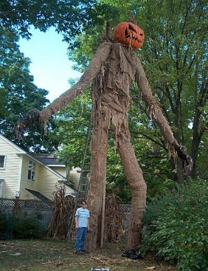 20 houses that are clearly winning at halloween for Animated scarecrow decoration