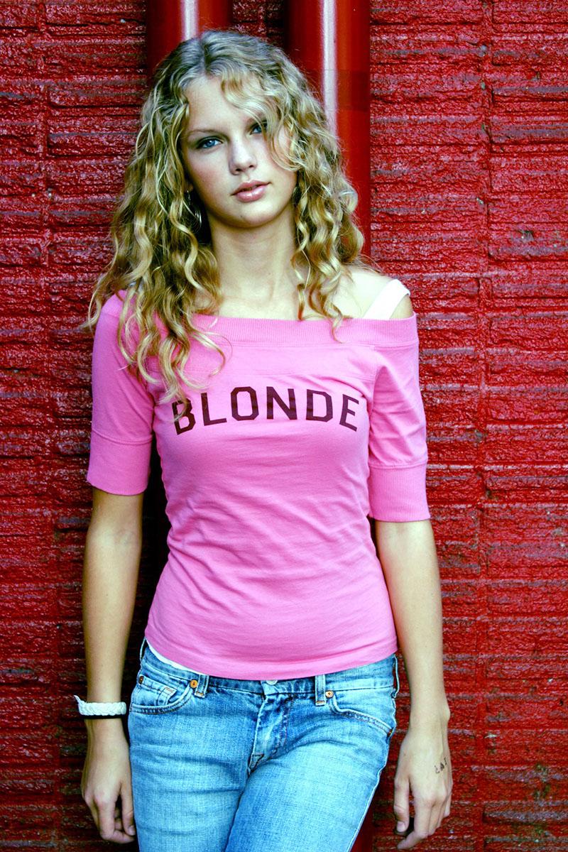 How To Take A Glamour Shot Like Teenage Taylor Swift