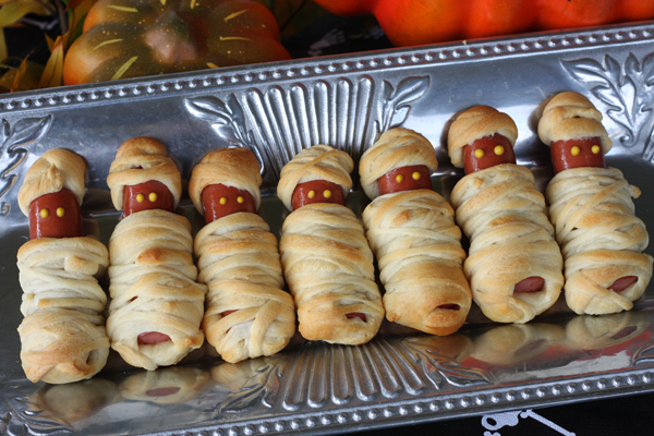 21 halloween party snacks that are pretty darn clever. Black Bedroom Furniture Sets. Home Design Ideas