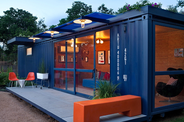 1. Like this adorable guest house: & 23 Surprisingly Gorgeous Homes Made From Shipping Containers
