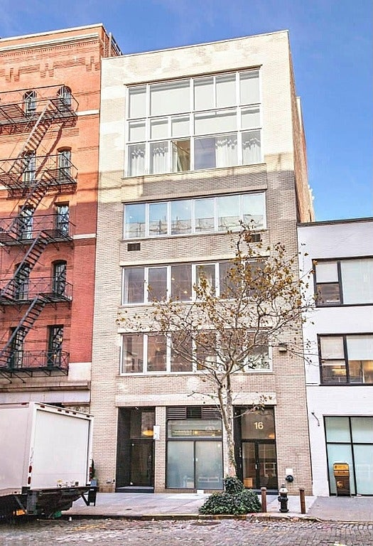 """She wants to be the voice of her generation, or, at least, a voice of a generation, but how about being the daughter of accomplished NYC artists who are selling the Tribeca loft used to film your first feature?Lena Dunham's parents are indeed selling their 3,600-square-foot work-living loft. The unit 4S at 16 Desbrosses Street is listed for $6.25 million, and, yes, it's where Dunham filmed """"Tiny Furniture"""" that helped lead her to winning her own HBO show, """"Girls.""""According to Robin Finn of The New York Times, the building was bought for $7.9 million in 2001 by a """"consortium of artists and writers led by the architect Peter Moore. It was eventually converted into eight residential condominiums.""""Dunham's parents, the artist/filmmaker Laurie Simmons and the painter Carroll Dunham, have been spending most of their time in Connecticut and are said to be downsizing their Manhattan digs.The Dunham home has three separate deeded spaces, including the sprawling duplex residence, the small duplex studio across the hall and the large private storage room in the cellar. The residence is currently configured as two bedrooms, a large studio, office, two full bathrooms and two half baths, but """"could """"be easily reconfigured into a four bedroom."""""""