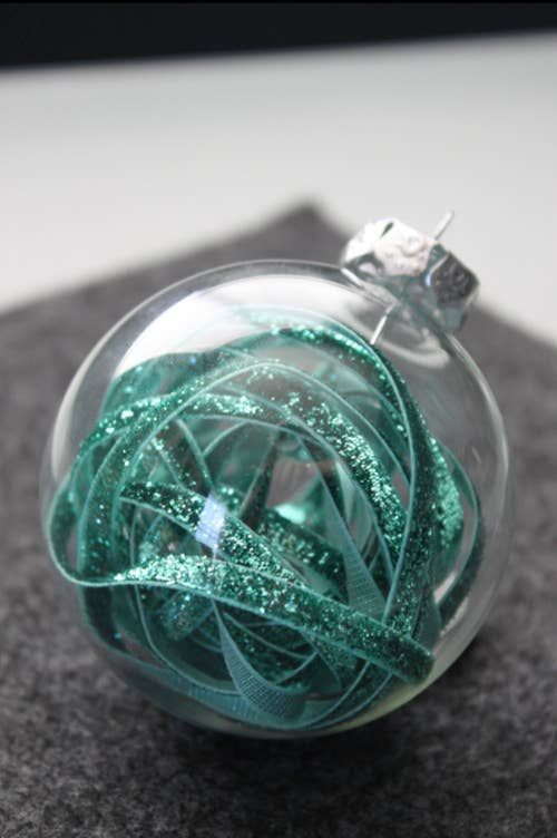 39 ways to decorate a glass ornament ribbon filled ornament solutioingenieria Gallery