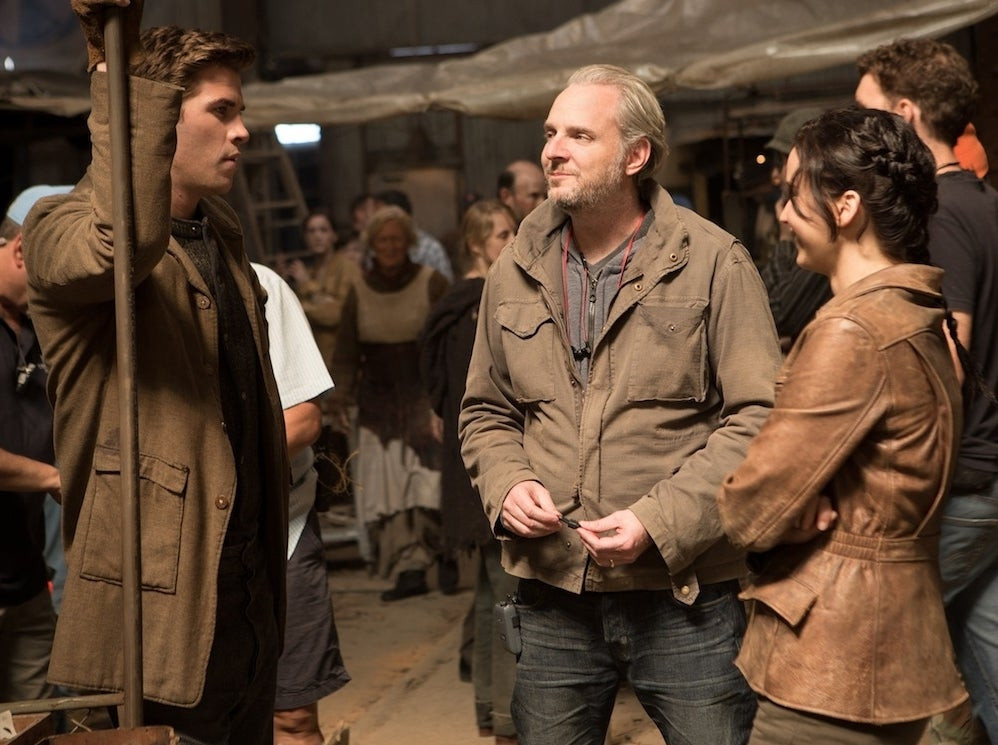 Liam Hemsworth, Francis Lawrence, and Jennifer Lawrence on the Catching Fire set