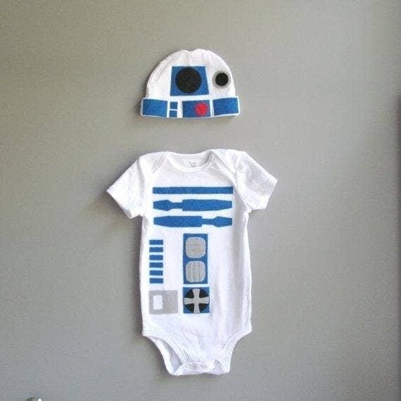 Perfecto para el bebé de un fanático de La guerra de las galaxias.  Encuéntralo aquí 3f2d875a9b5a