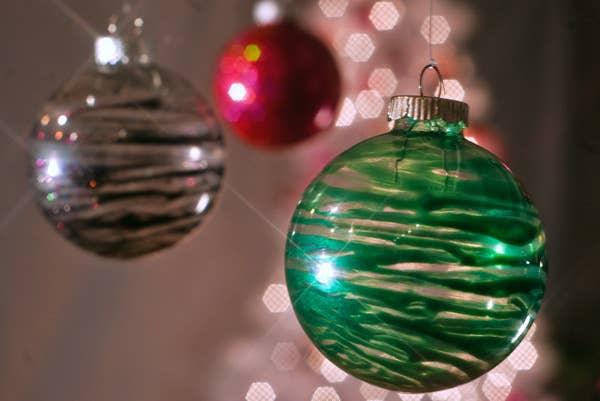 39 ways to decorate a glass ornament nail polish ornaments solutioingenieria Gallery
