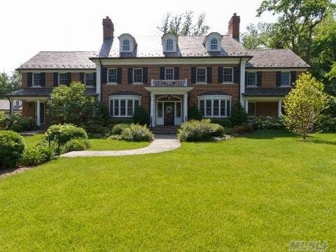 Not far from the land of Gatsby, Carson Daly has settled on some new digs for his family now that he has landed a new gig in New York City. Daly has bought a 6,034-square-foot home in tony Manhasset, about 25 miles east of the Big Apple on the north shore of Long Island. The producer and all-around entertainment personality decided that Long Island would be a good place for his two young children.Built in 2005, the traditional colonial boasts 6 bedrooms, a curving staircase, several fireplaces and ornate moldings and a swimming pool sunk in the 1.3-acre estate. The home had been listed for $6.499 million. The good news is that if Daly wants to be a regular Long Island commuter, Manhasset is right on the Long Island Rail Road train line. All aboard!See more images of Daly's home on the Zillow blog.