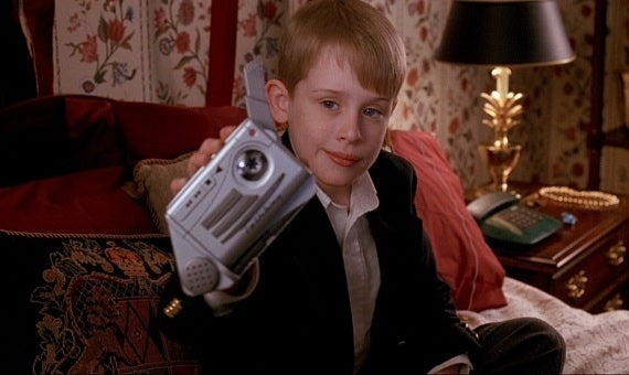 Remember this prop-turned-toy in the 90's? I sure do. In fact, I still have my talkboy and use it daily to take notes or remember what items to pick up at the grocery store. Just this morning it reminded me to make a Buzzfeed about Home Alone 2.