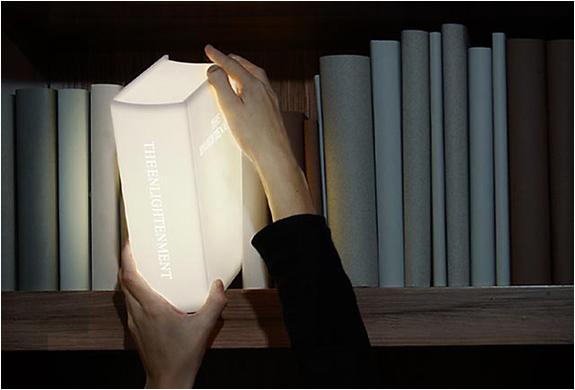Abajur em formato de livro