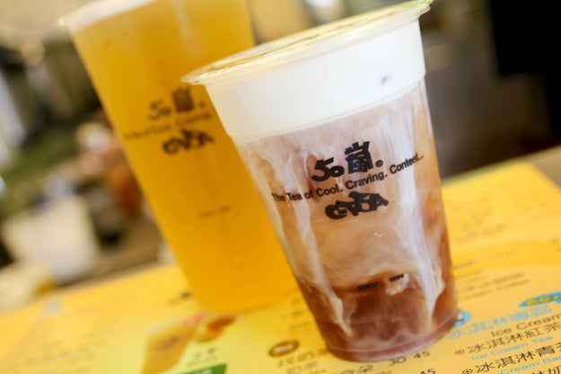 Famous for its Tea Latte (fresh milk in lieu of creamer) and chewy Fen Tiao (粉條), a strip-like tapioca topping that tastes similar to boba.(www.50lan.com.tw/)