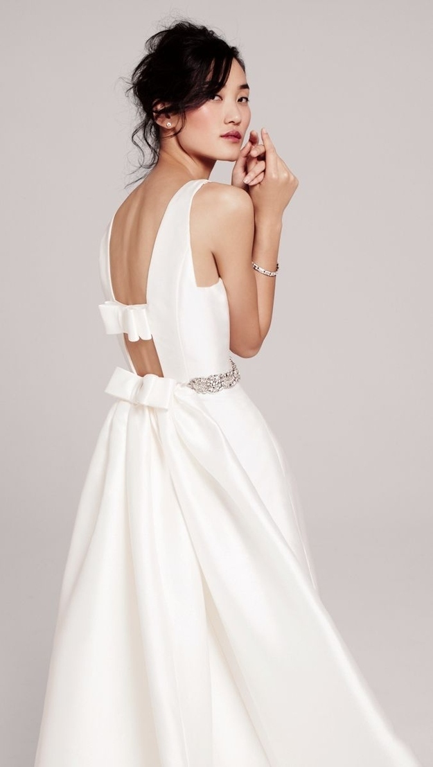 The way the back of this dress is just two simple bows.