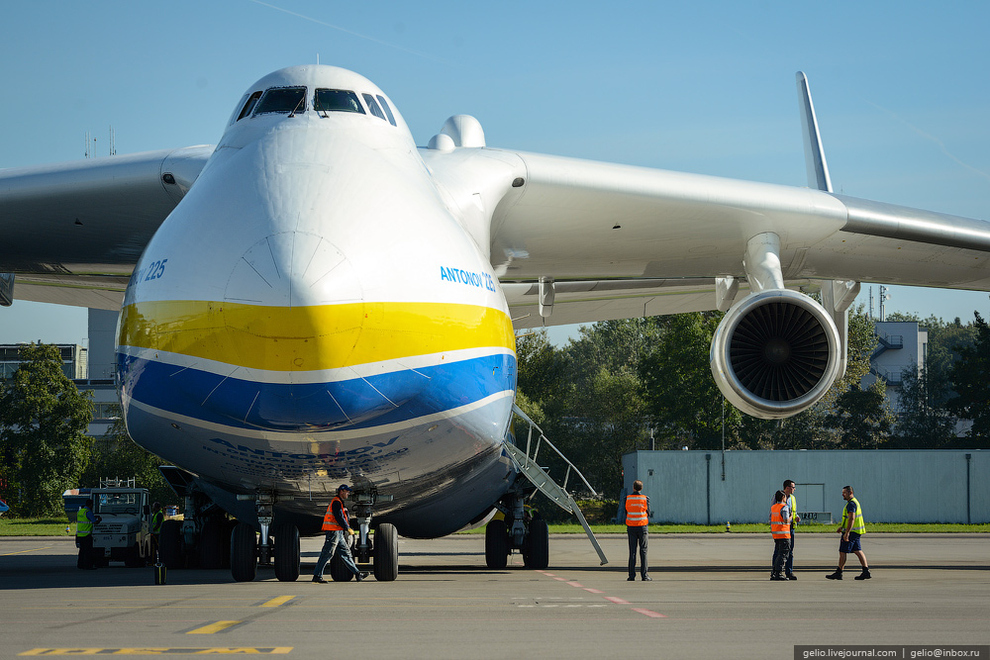 The Largest Aircraft in the World 2015 - AN-225 - YouTube