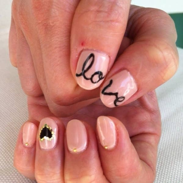 26 ridiculously sweet valentines day nail art designs 4 heres a creative thought try forming words on separate hands prinsesfo Images
