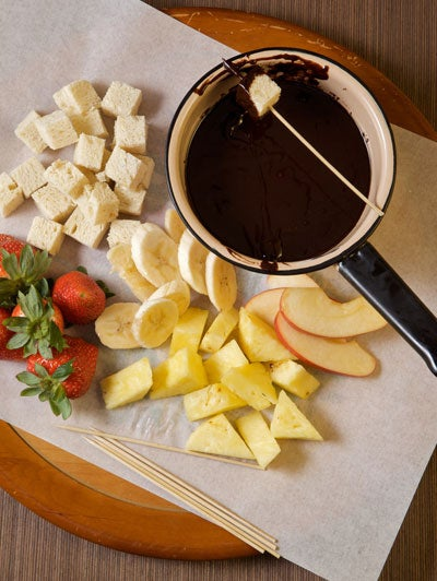16 Heavenly Cheese And Chocolate Fondues | {Fondues 21}