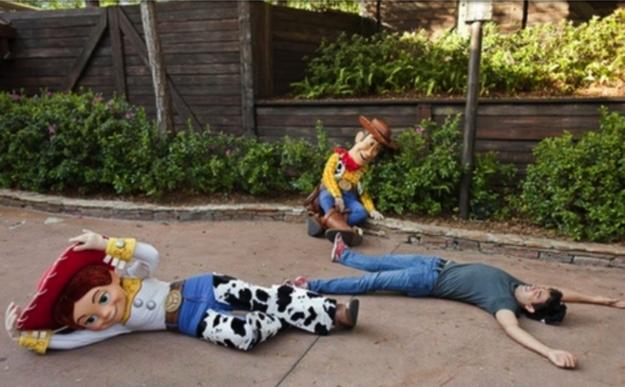 """As personagens de Toy Story costumavam cair no chão quando os visitantes gritavam """"Andy está vindo!"""", mas a prática foi abandonada por razões de segurança."""