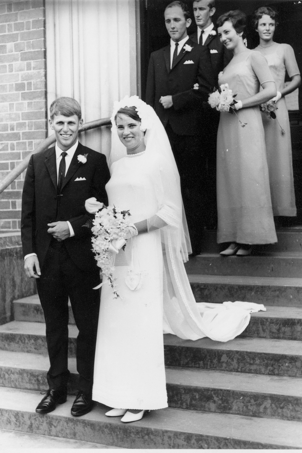 60 Adorable Real Vintage Wedding Photos From The '60s  Retro