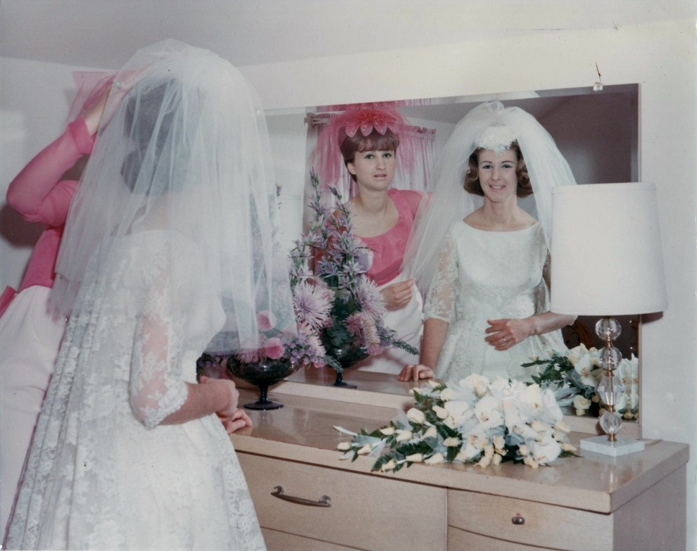 60 Adorable Real Vintage Wedding Photos From The '60s