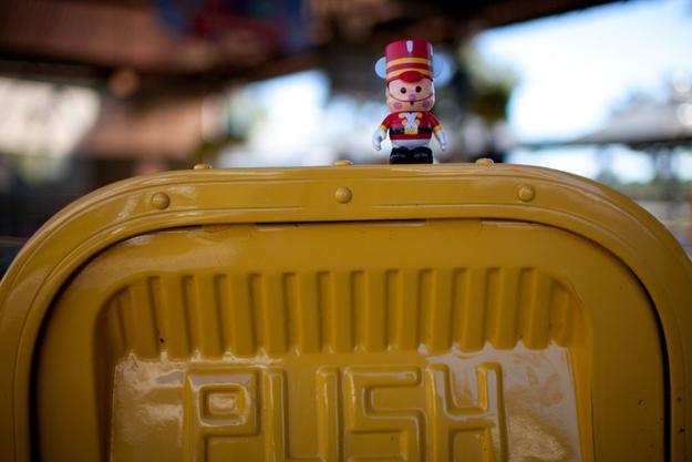 Você nunca está a mais de 30 passos de uma lixeira nos parques da Disney.