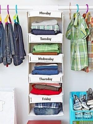 Organize as roupas de seus filhos — ou suas próprias — por dias da semana!
