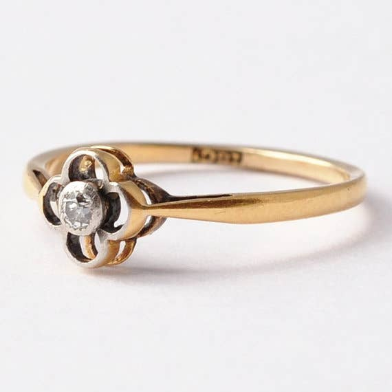the stark simplicity of this 1920s ring - 1920s Wedding Rings