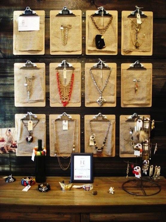 Pranchetas são uma forma astuta e estilosa para exibir seus colares mais legais.