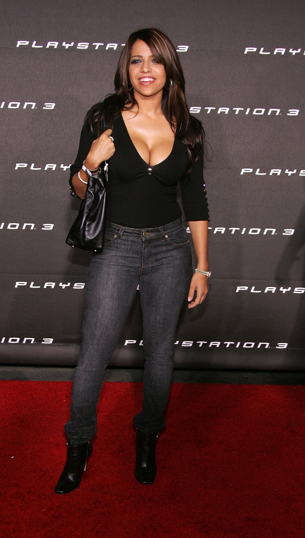 The Playstation 3 Launch Party Is The Most 2000S Event -6274