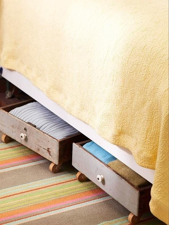 Gavetas com rodinhas permitem que você utilize o espaço debaixo da cama.