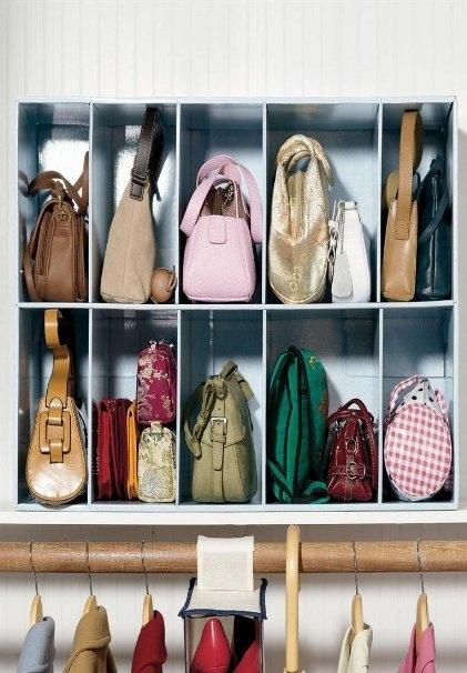 Ou use um organizador de bolsas útil.