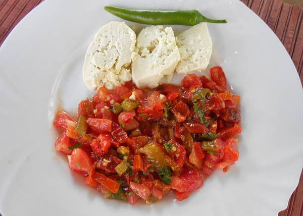 23 Best Delicious Macedonian Dishes #macedonianfood #macedoniandish #macedonianmeals #balkanfood #balkanrecipe #recipes