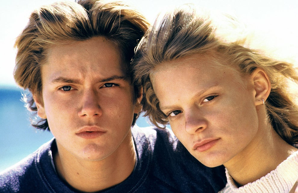 Phoenix and Plimpton in the film Running on Empty.
