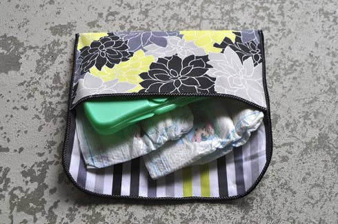 Make your own diaper clutch before the weekend!