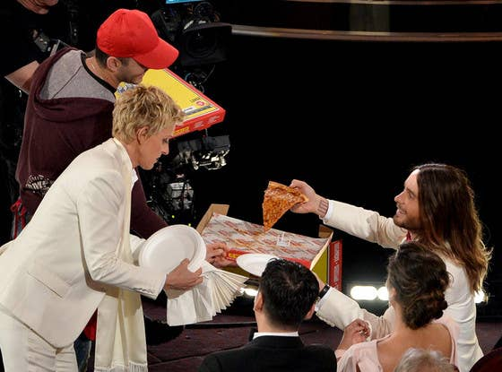 You know how hungry you sometimes get while hosting an award show? Well, Ellen does, so she ordered all of her A-list pals some pizza!