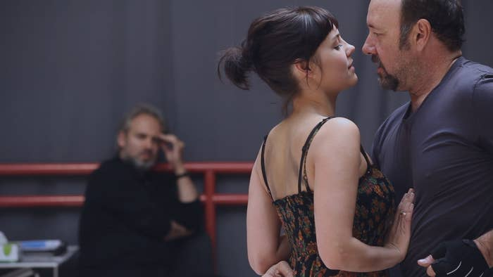 Sam Mendes (in background), Annabel Scholey, and Kevin Spacey rehearse Richard III.