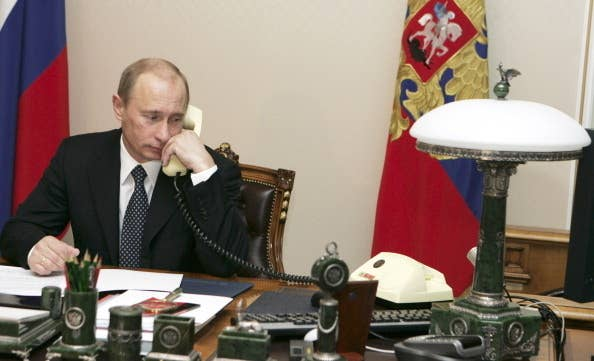 Receptionist Putin doesn't make or receive calls, he just uses the receiver to quietly listen to FSB wiretaps. Receptionist Putin even comes with his own phone, so he can wiretap it himself.