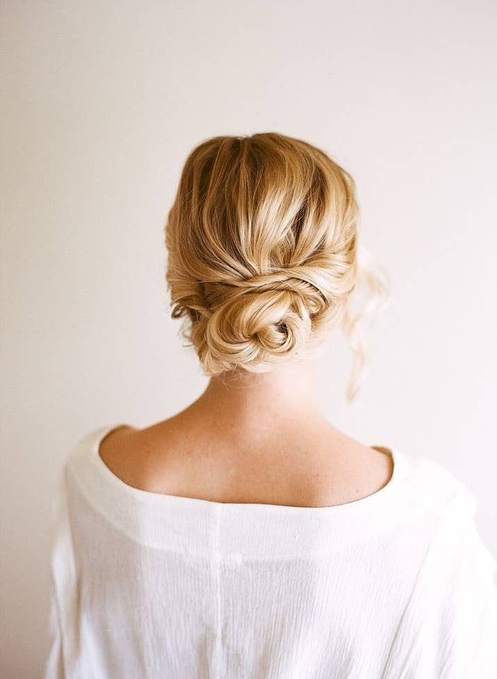 31 gorgeous wedding hairstyles you can actually do yourself the easy updo solutioingenieria Image collections