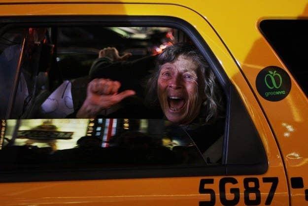 Uma mulher em Nova York reage à notícia de que Barack Obama foi eleito presidente.  4 de novembro de 2008.