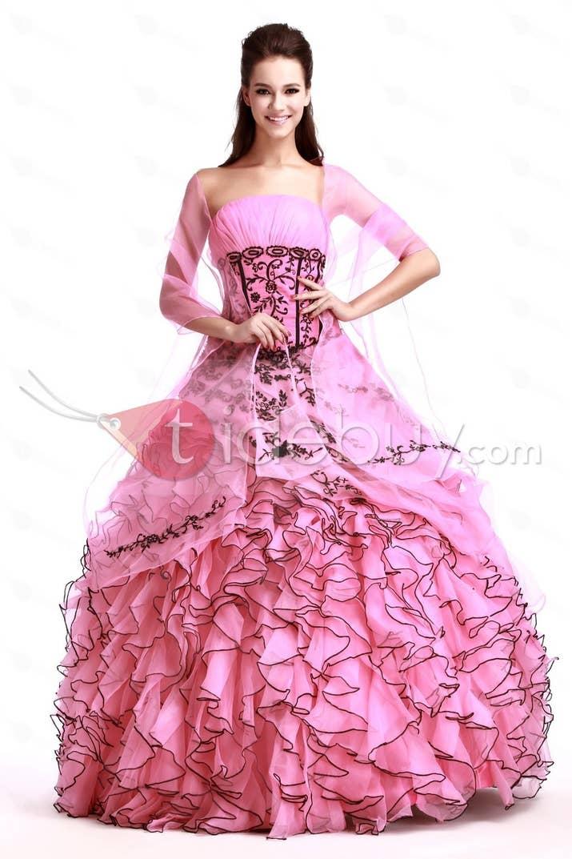 Los 21 vestidos de quinceañera más fabulosamente exagerados del mundo