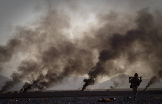Um fuzileiro naval dos EUA na província de Helmand, no sul do Afeganistão.  9 de junho de 2011.