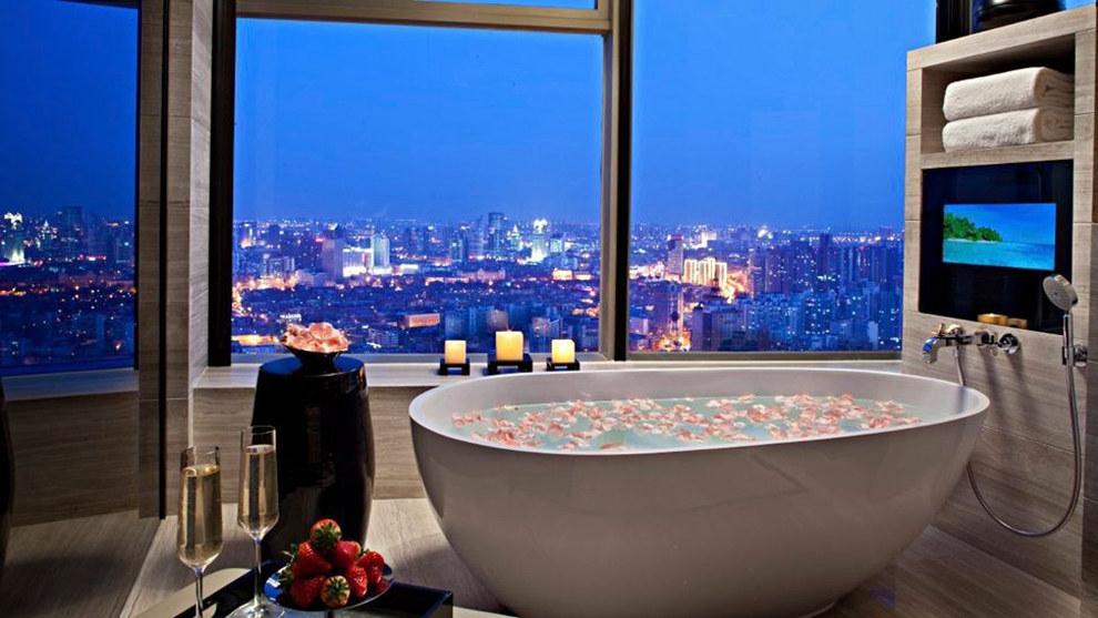 20 Dream Bathtubs From Hotels Around The World