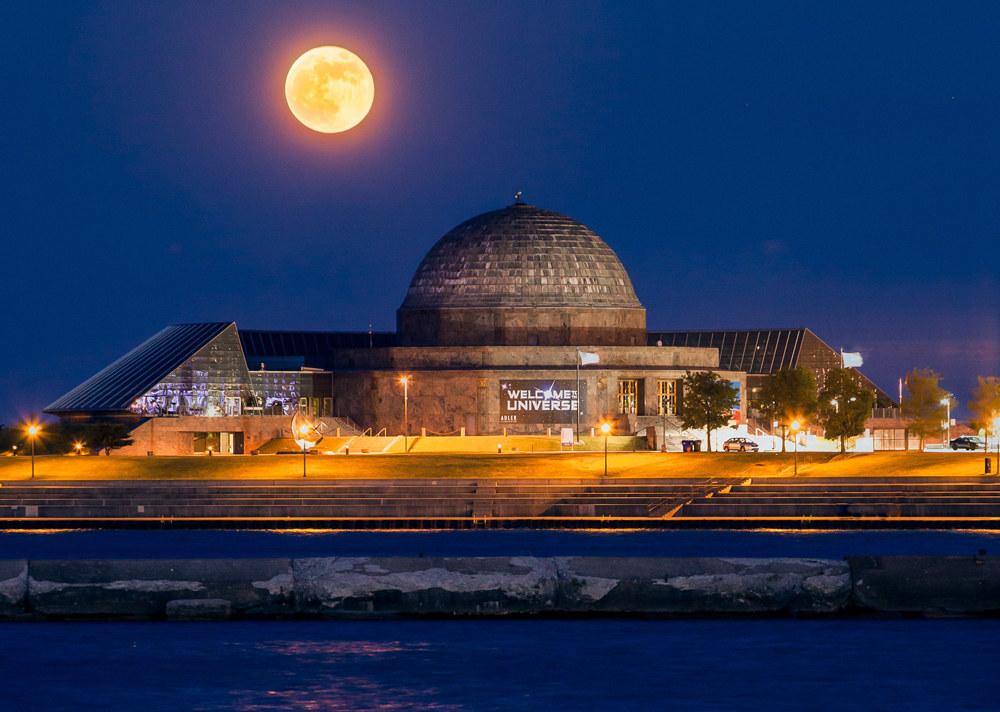 15 Chicago Landmarks That Light Up The Night