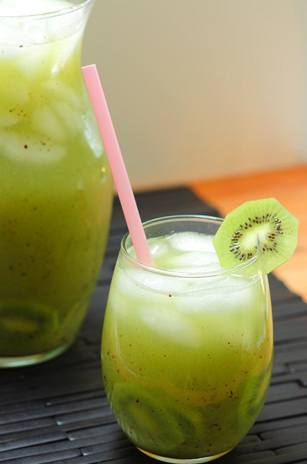 Kiwi y agua fresca de pepino