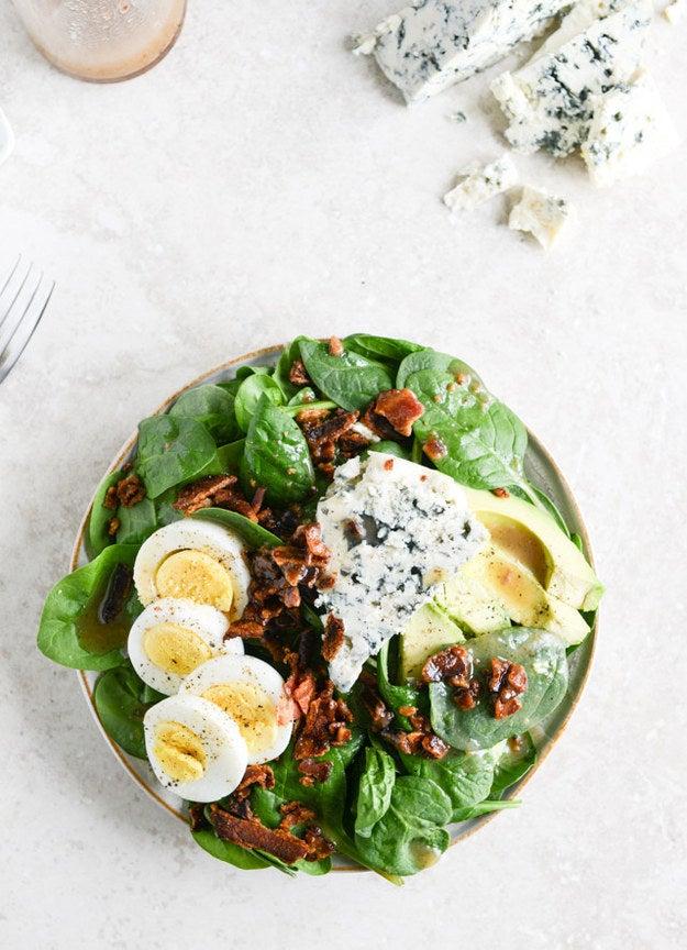 Uma salada para qualquer um que prefere comer bacon do que vegetais. Então, uma salada para todos. Receita aqui.