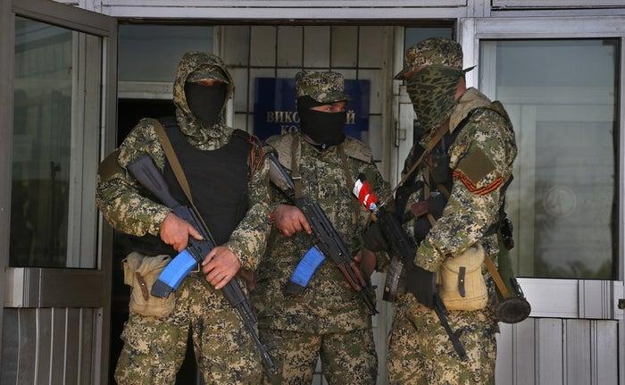 Pro-Russian armed men south of Slovyansk, eastern Ukraine.