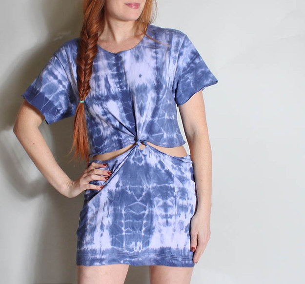 41 awesomely easy no sew diy clothing hacks for Easy to make t shirt dress