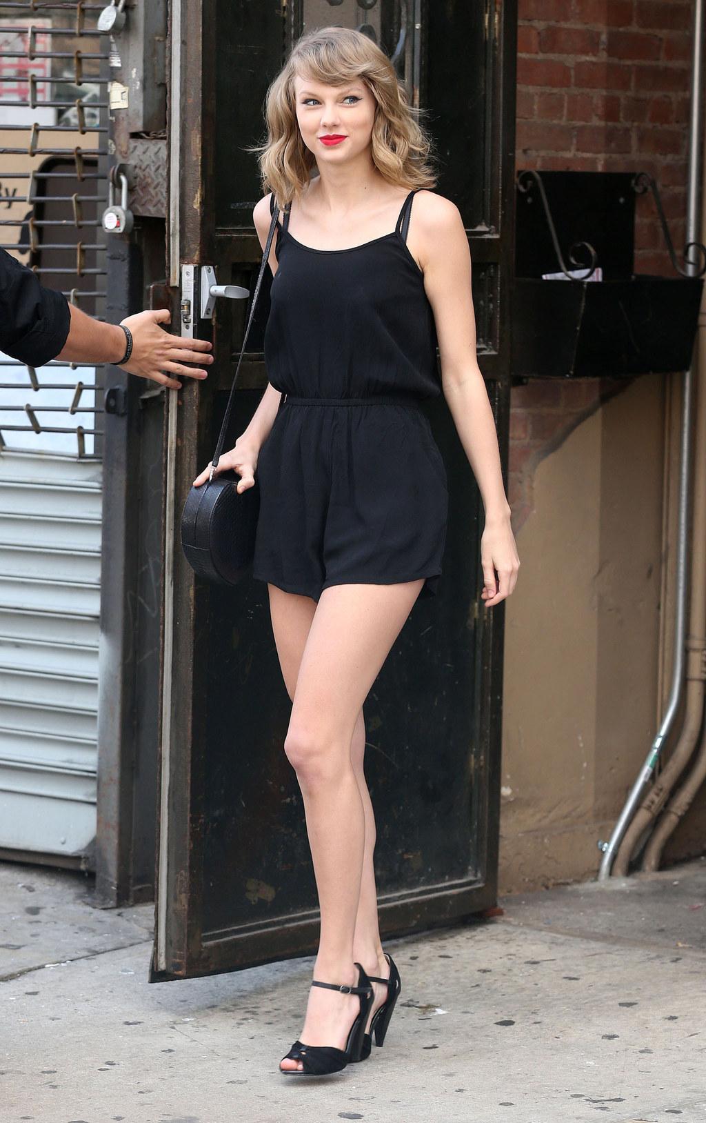 Taylor Swift Pussy Slip