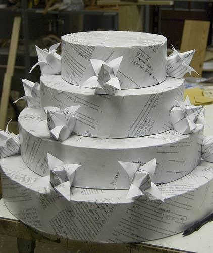 Pastel de divorcio hecho con los papeles del divorcio