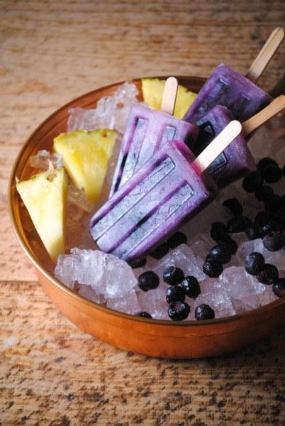 Paletas de Piña y Arándano, aka Pineapple Blueberry Pops