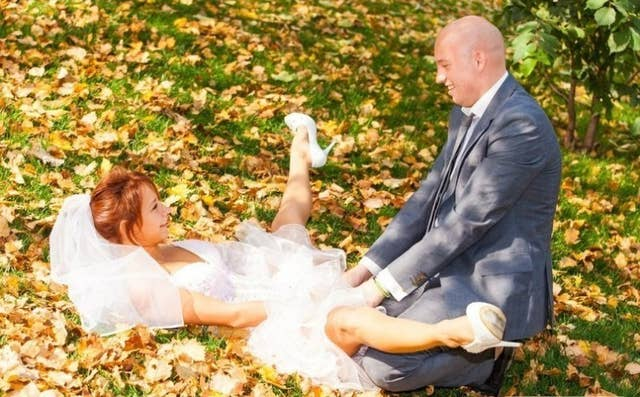 23 Awkward Engagement Pictures That Will Make Being Single Feel So Good