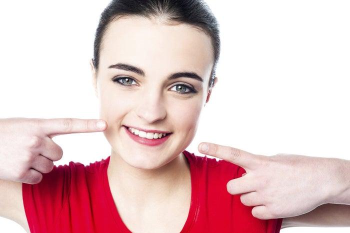 Aparte de quitar las manchas de sarro y blanquear tus dientes, el bicarbonato también te quita el mal aliento y combate la gingivitis.