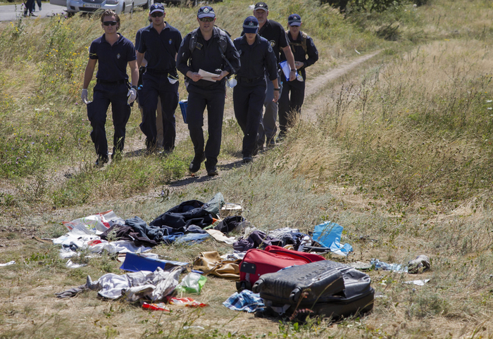 They will also search for evidence in the plane's wreckage. The crash site will be designated a crime zone, Australian police officer Brian McDonald told reporters in Hrabrove. Trained dogs will be part of the search team. Clashes between Ukrainian forces and pro-Russian rebels have complicated efforts by investigative teams to retrieve victims' bodies. Pro-Russian rebels have also reportedly tampered with evidence.